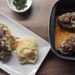 Szybki przepis na obiad! Zapiekana pierÅ› z kurczaka w sosie szpinakowo - Å›mietanowym
